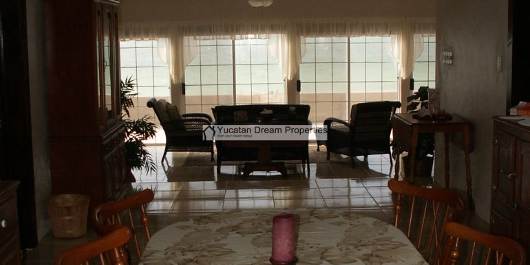 06-Looking-from-the-Dining-Room-to-The-Great-Room-Chelem-Mexico-800x600