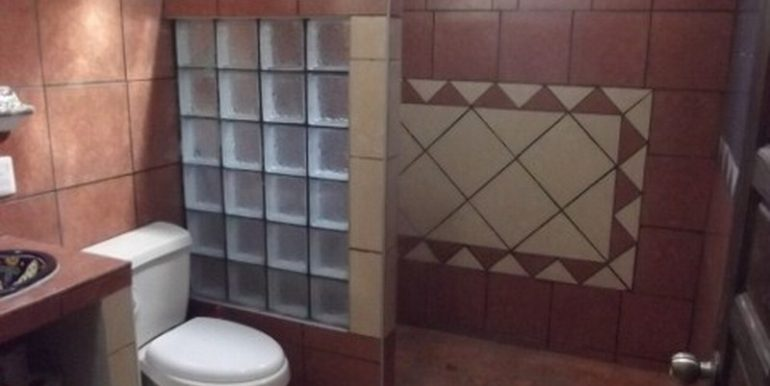 10-Bathroom-1-480x360-800x600