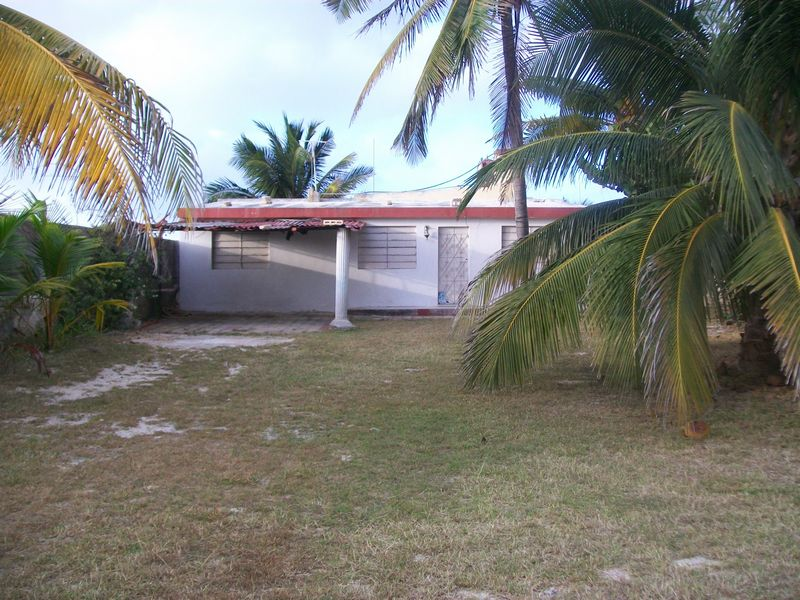 Beach front fixer upper on huge lot Chelem Yucatan