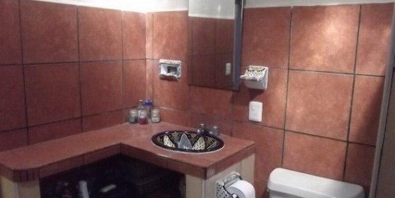10a-Bathroom-2-480x360-800x600