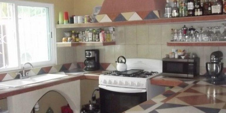 11-Kitchen-1-480x360-800x600