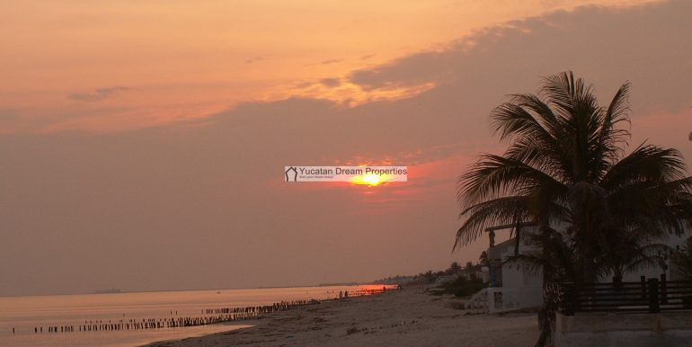 28-Sunrise-on-the-Beach-Chelem-Mexico-800x600