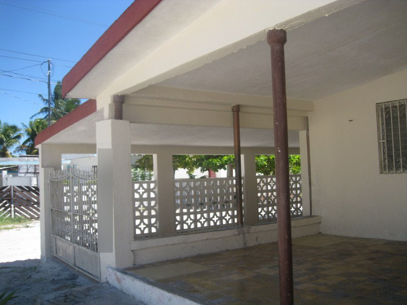 Corner beach house in Chelem
