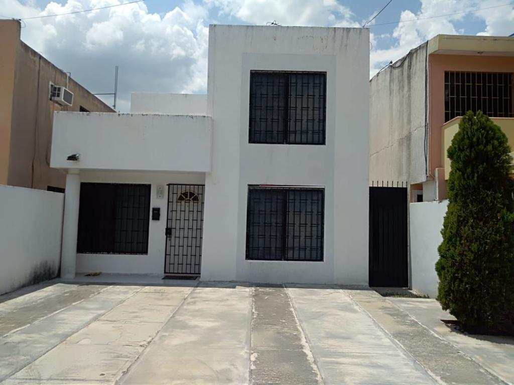 Casa en Venta de 2 Pisos en Francisco de Montejo