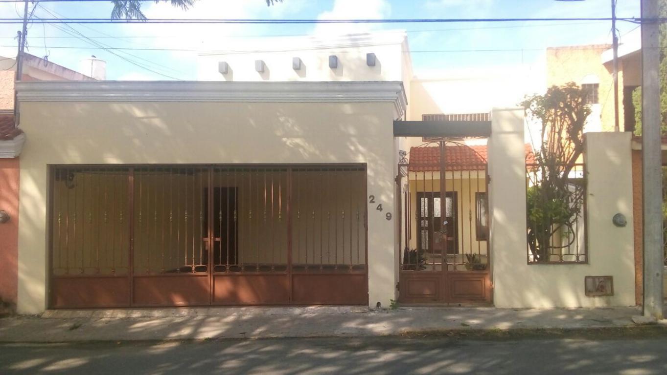 Se renta maravillosa casa de 4 recamaras muy bien ubicada.