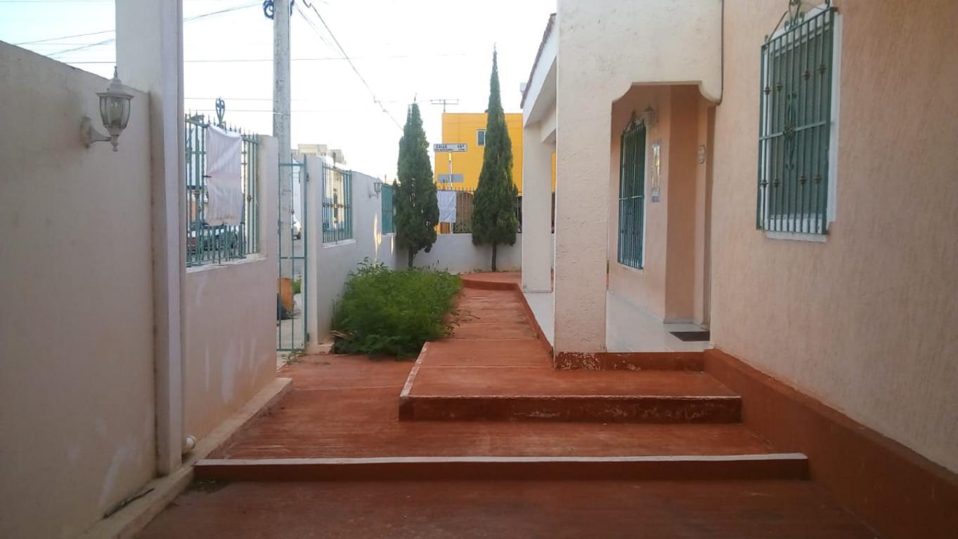 En venta amplia y bien ubicada casa en esquina en el Fraccionamiento Francisco de Montejo